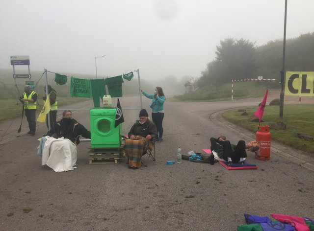 Blockade at power station