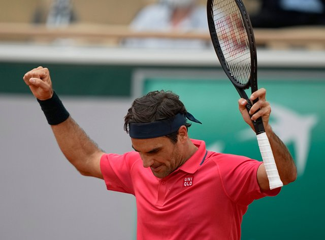 Roger Federer celebrates his victory over Marin Cilic