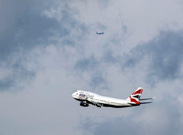 Plane leaves Heathrow