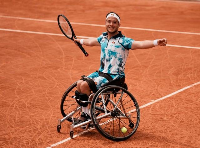 Alfie Hewett celebrates his third French Open singles title