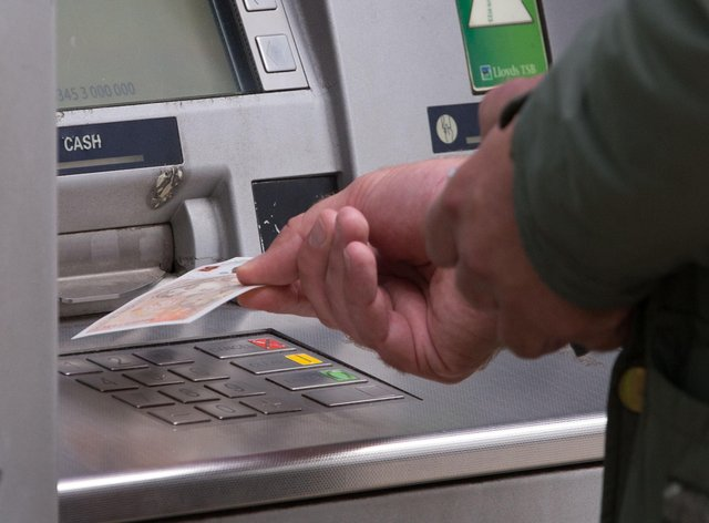 <p>Cashing out! Use of notes and coins is plunging</p>