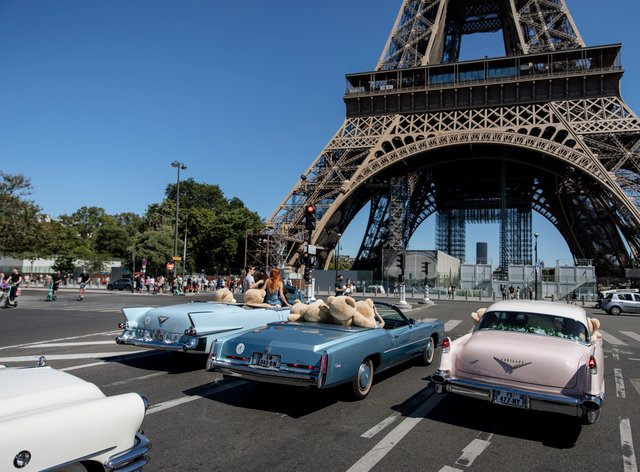 Teddy bears in American vintage cars driven through Paris in a show of support for the Covid-hit tourism industry