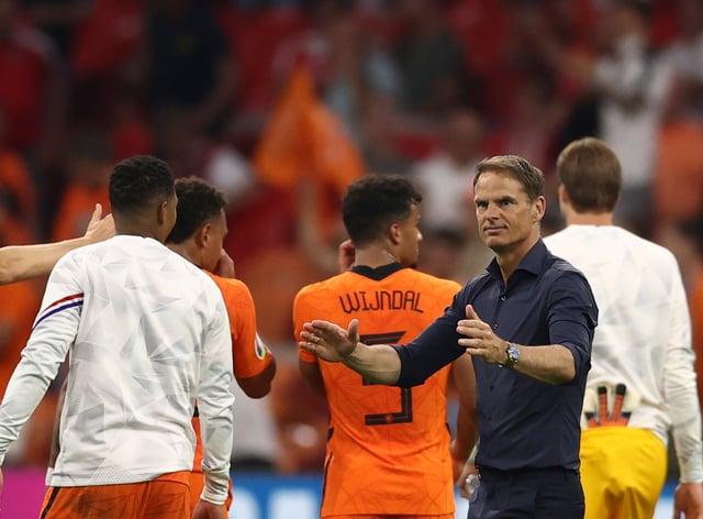 Frank De Boer applauds his players