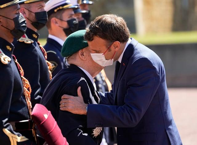 Emmanuel Macron and a war veteran