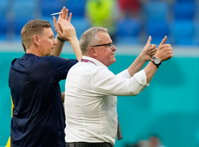 Sweden coach Jan Andersson gives a thumbs up gesture