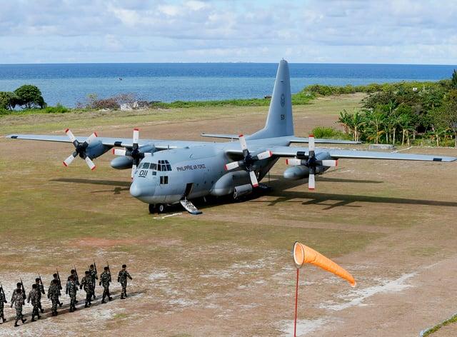 <p>A Philippine air force C-130 plane</p>