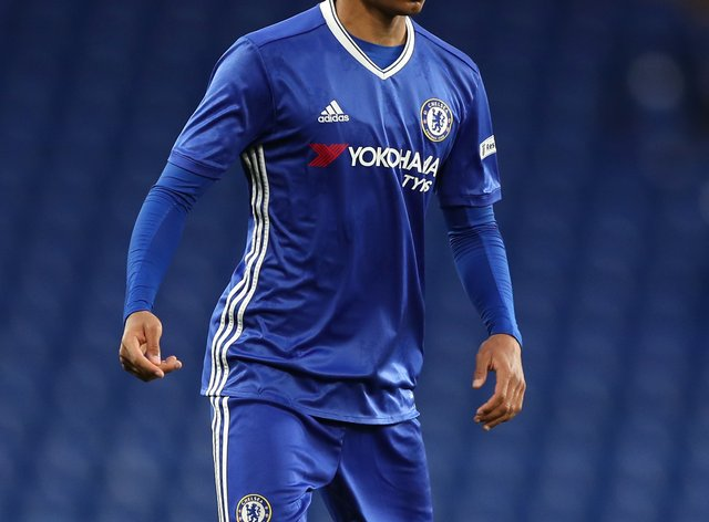 Former Chelsea midfielder Jacob Maddox has joined Burton on loan from Vitoria SC