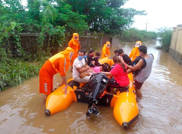 Rescue efforts in Bhiwandi (National Disaster Response Force/AP)