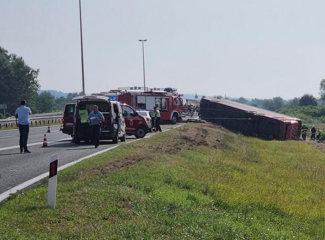 Emergency crews work at the site of the bus crash near Slavonski Brod (Luka Safundzic/ SBonline/AP)