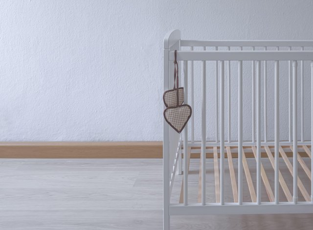 empty cot (Alamy/PA)
