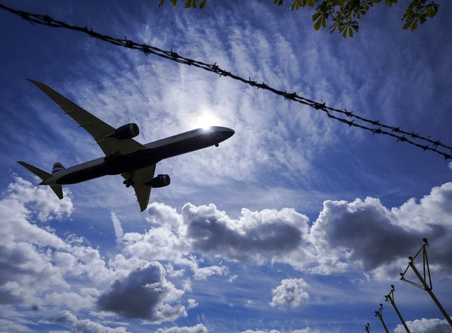A return flight to the US emits about one tonne of carbon dioxide (Steve Parsons/PA)