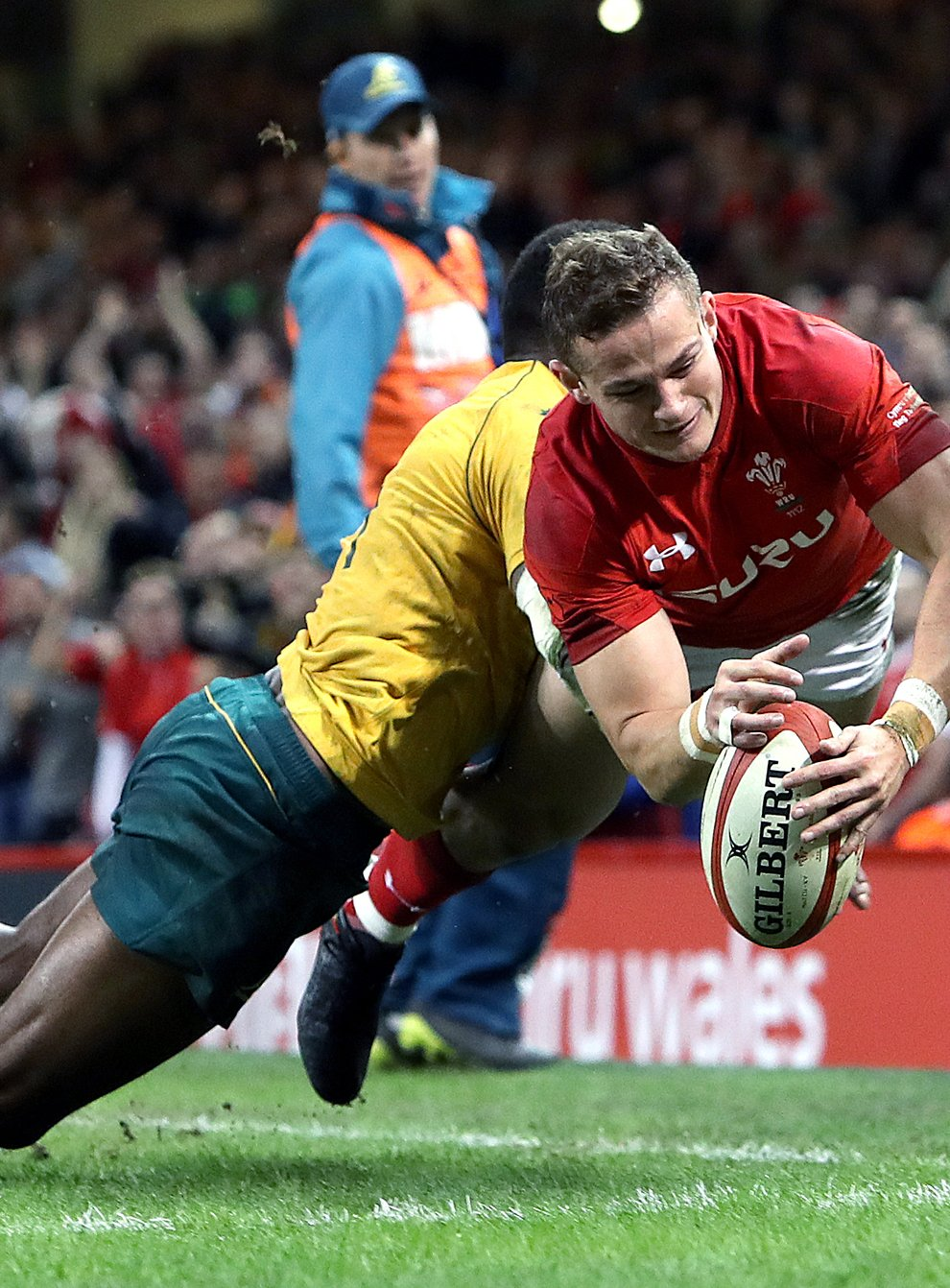 Wales full-back Hallam Amos (right) has announced his retirement at the age of 27 (David Davies/PA)